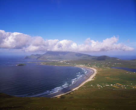 kiel: Achill Island, Keel Beach en Croaghaun berg, Verenigd Konink rijk Stockfoto