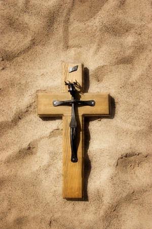 cruz cristiana: Cruz cristiana sobre la arena