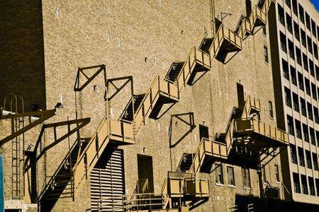 salidas de emergencia: Escaleras en el exterior de un edificio