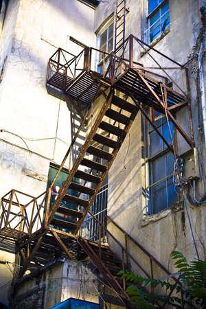 salidas de emergencia: Escalera de salida  Foto de archivo