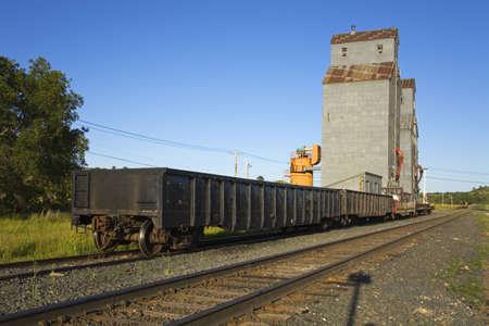 Graan elevator en trein, Valley City, Noord-Dakota, Verenigde Staten  Stockfoto