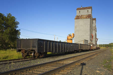 Grain elevator and railway, Valley City, North Dakota, USA   版權商用圖片