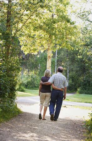 walking trail: Marito e moglie sul percorso