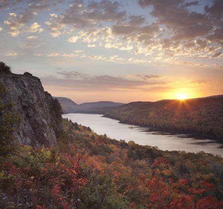 Lake of the Clouds in the Porcupine Mountains of Michigan's Upper Peninsula at peak fall color viewed at dawn on a windy morning Фото со стока