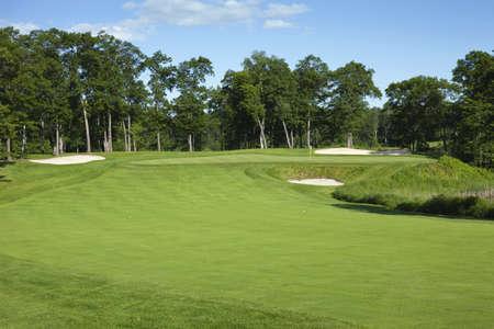 Golf Fairway und Grün mit Bäumen und Bunkern in Minnesota Standard-Bild - 17692238