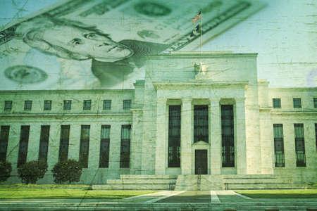Die Federal Reserve in Washington DC auf einem zwanzig Dollar-Schein und einem Grunge-Textur Hintergrund überlagert Standard-Bild - 18235855