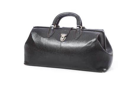 Ein Vintage schwarzem Leder Arzttasche auf einem weißen Hintergrund