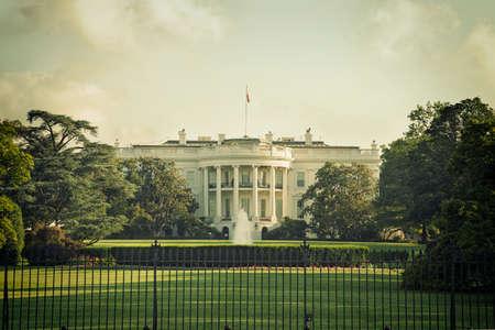 Das Weiße Haus in Washington DC an einem Frühlingstag mit Vintage Verarbeitung Standard-Bild - 56697283