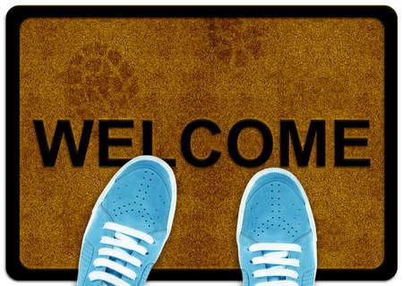 welcome door: benvenuto pulizia della moquette del piede con stampa scarpa shoeand su di esso.