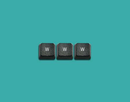 imaginary dialogue: Www Palabra hecha de las teclas del teclado de ordenador, los botones del teclado con las ideas. Foto de archivo