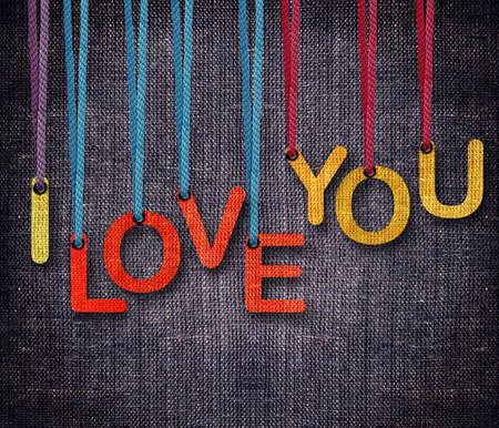 te amo: Te amo hunging por la cuerda como titiritero en fondo de saco. Foto de archivo