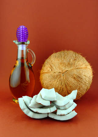 dayspa: Parts of coconut and natural coconut walnut oil .