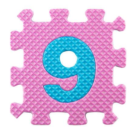 number nine: Number Nine, rompecabezas del alfabeto isloated en el fondo blanco