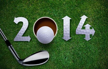jeu de carte: Bonne année Nouvelle Golf 2014, balle de golf et putter sur l'herbe verte, le même concept disponibles pour 2015, 2016 et 2017 ans.