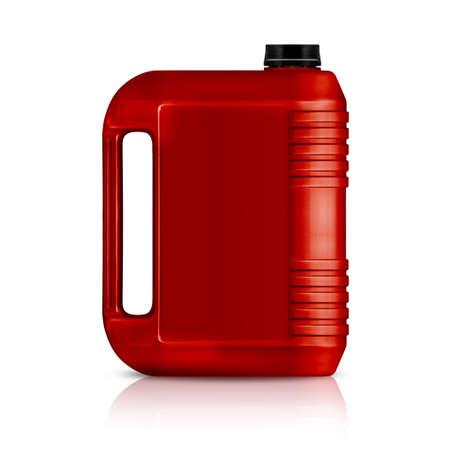 tanque de combustible: Galón de plástico rojo, jerry puede aislado en un fondo blanco.