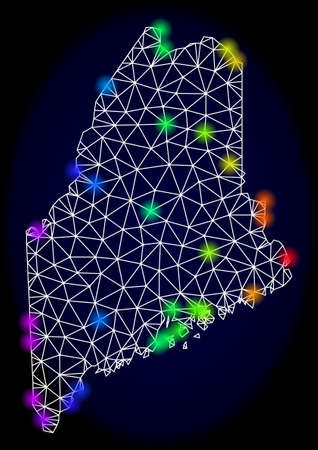 Mesh vector map of Maine State with glare effect. Light spots have bright spectrum colors. Abstract lines, triangles, light spots and points on a dark background with map of Maine State.  イラスト・ベクター素材