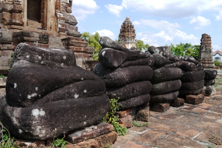archaeologically: Wat Phra Sri Ratana Mahathat ,thailand ,pagoda,buddha statue without head