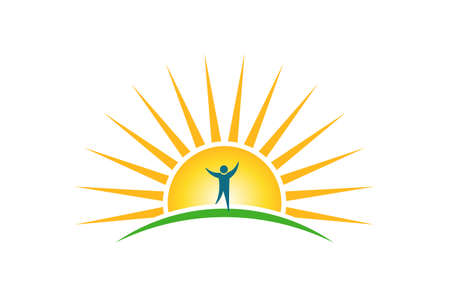 Gente felice nel logo del sole mattutino. Speranza e concetto di forza
