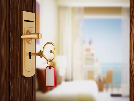 abrir puertas: Coraz�n en forma de llave de la habitaci�n de hotel en la puerta
