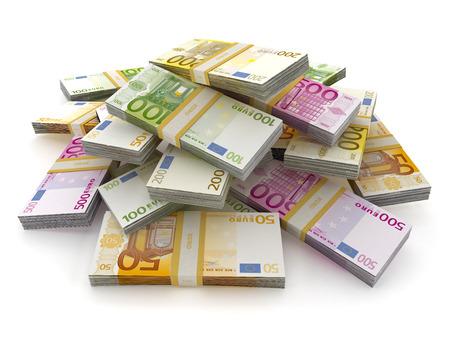 dinero euros: Euro gran cantidad de dinero que forman una pila aislada en el fondo blanco
