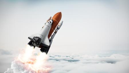 Rakete mit Raumfähre startet ab. 3D-Darstellung.