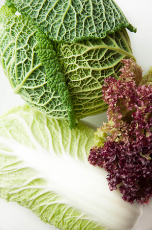 Different greens. Ingredients for salad. Savoy cabbage, lettuce, Peking cabbage. A group of objects on a white background. Dietary nutrition. Healthy food. Stockfoto