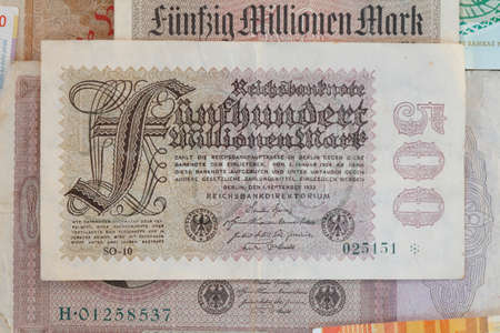 Deutsche Reichsmark Bill, historische Geld Standard-Bild - 70198500