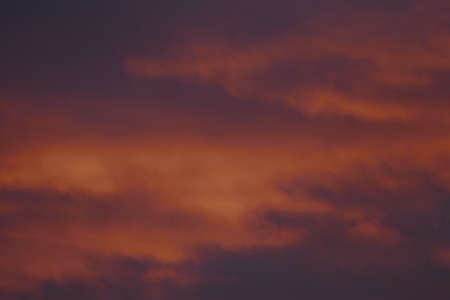 Fire-red lightly clouded sky, sunset, background 版權商用圖片 - 117800129