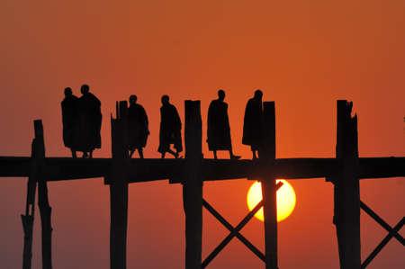 Puesta de sol en Mandalay, Myanmar Foto de archivo
