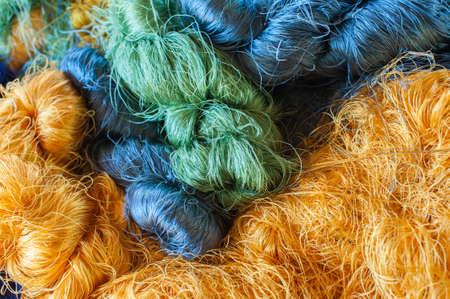 Colorido fondo hilo de seda cruda