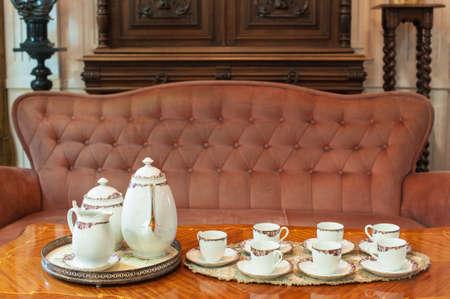 Conjunto de taza de t� en el comedor