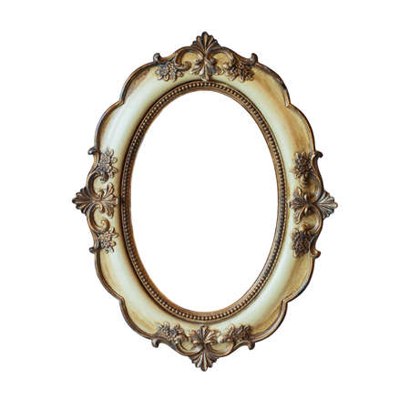 an oval: Marco cl�sico de oro aislado en fondo blanco