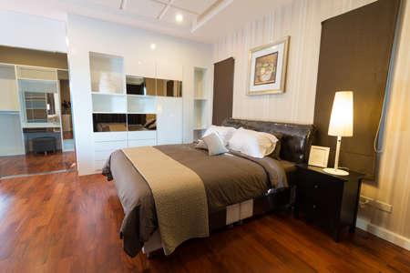 hotel bedroom: Modern bedroom interior