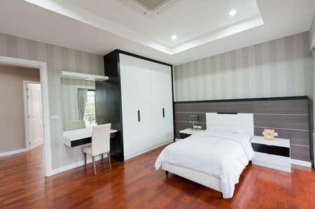 bed room: Modern bedroom interior