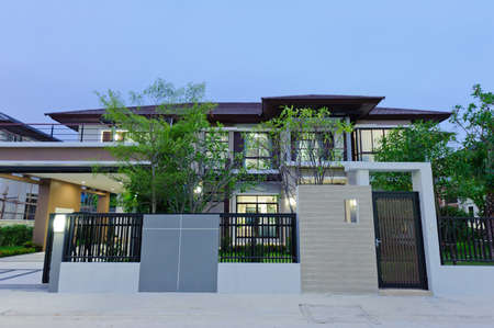 Modern huis in de nacht