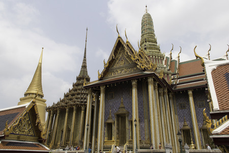 phra si rattana chedi: Phra Si Rattana Chedi,Phra Mondhop,Prasat Phra Thepbion the Royal Pantheon in Temple of the Emerald Buddha