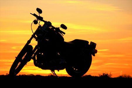 op maat: Motorcycle bij zonsondergang