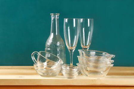 Glassware. Glass plates, cups, bowls Dishes on the shelf Kitchenware Zdjęcie Seryjne