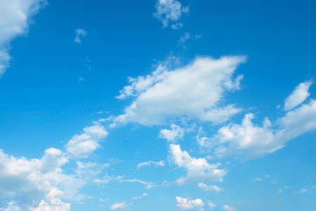 広大な青空と雲空