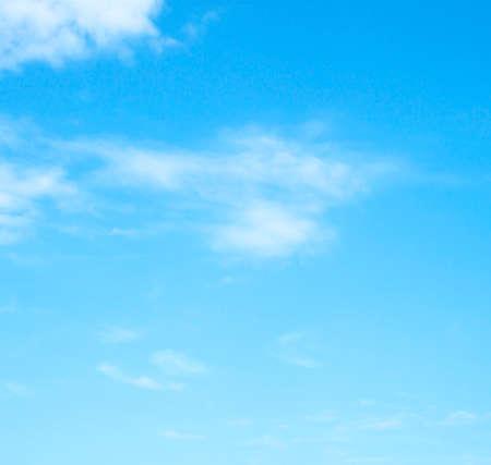 De enorme blauwe hemel en wolkenhemel Stockfoto