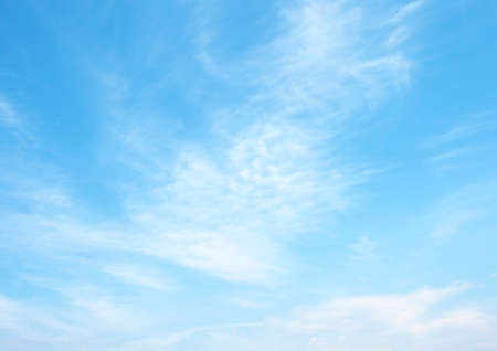 青空: 広大な青空と雲空