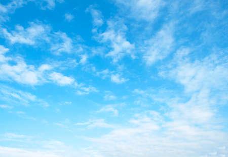 광대 한 푸른 하늘과 구름 하늘