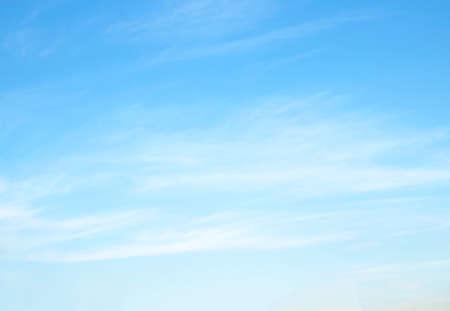 błękitne niebo z chmurą piękna przyroda abstrakcyjna