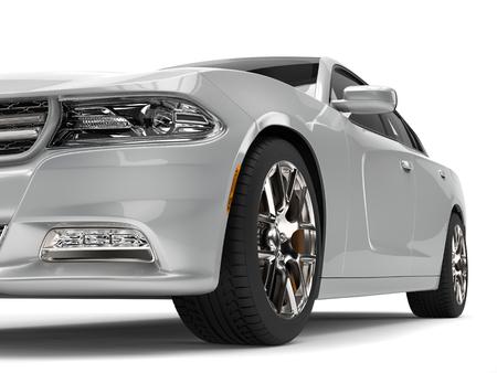 Heldere metaal zilveren moderne snelle auto - de vooraanzichtclose-up sneed schot Stockfoto