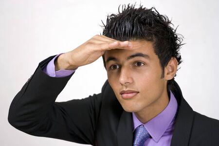 pr�voyance: Clairvoyance d'affaires, jeune homme regarde en avant