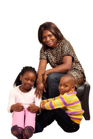 mujer sola: Familia hermosa con la mujer y los ni�os