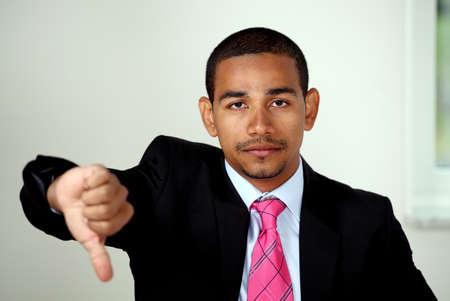 rgern: Ungl�cklich Business Man Daumen nach unten Zeichen