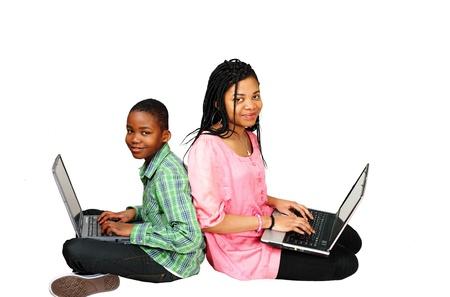 niños negros: Niños estudiando en equipo, buscar