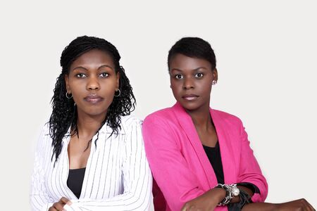 actief luisteren: Twee vrouwen actief te luisteren lichaamstaal Stockfoto