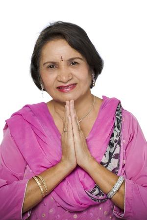namaste: Mujer india tradicional saludo namaste